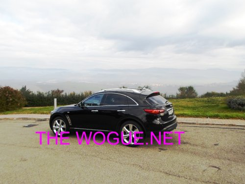 infiniti fx 30 d3000 in the road